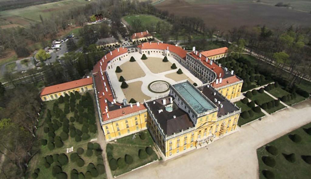 Prince Nikolaus Esterházy - New palace constructed in Fertőd Hungary - 1 L