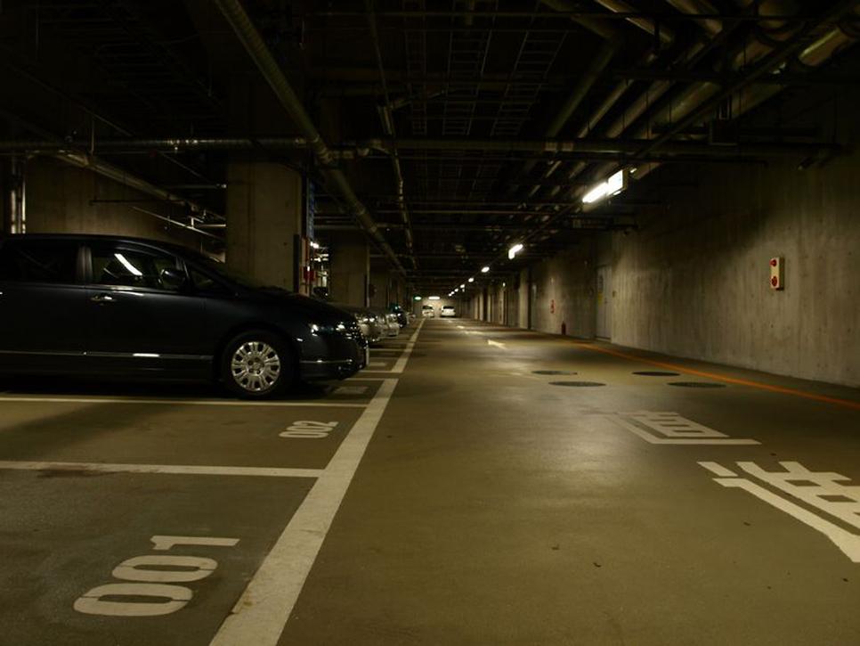 地下駐車場  - 1